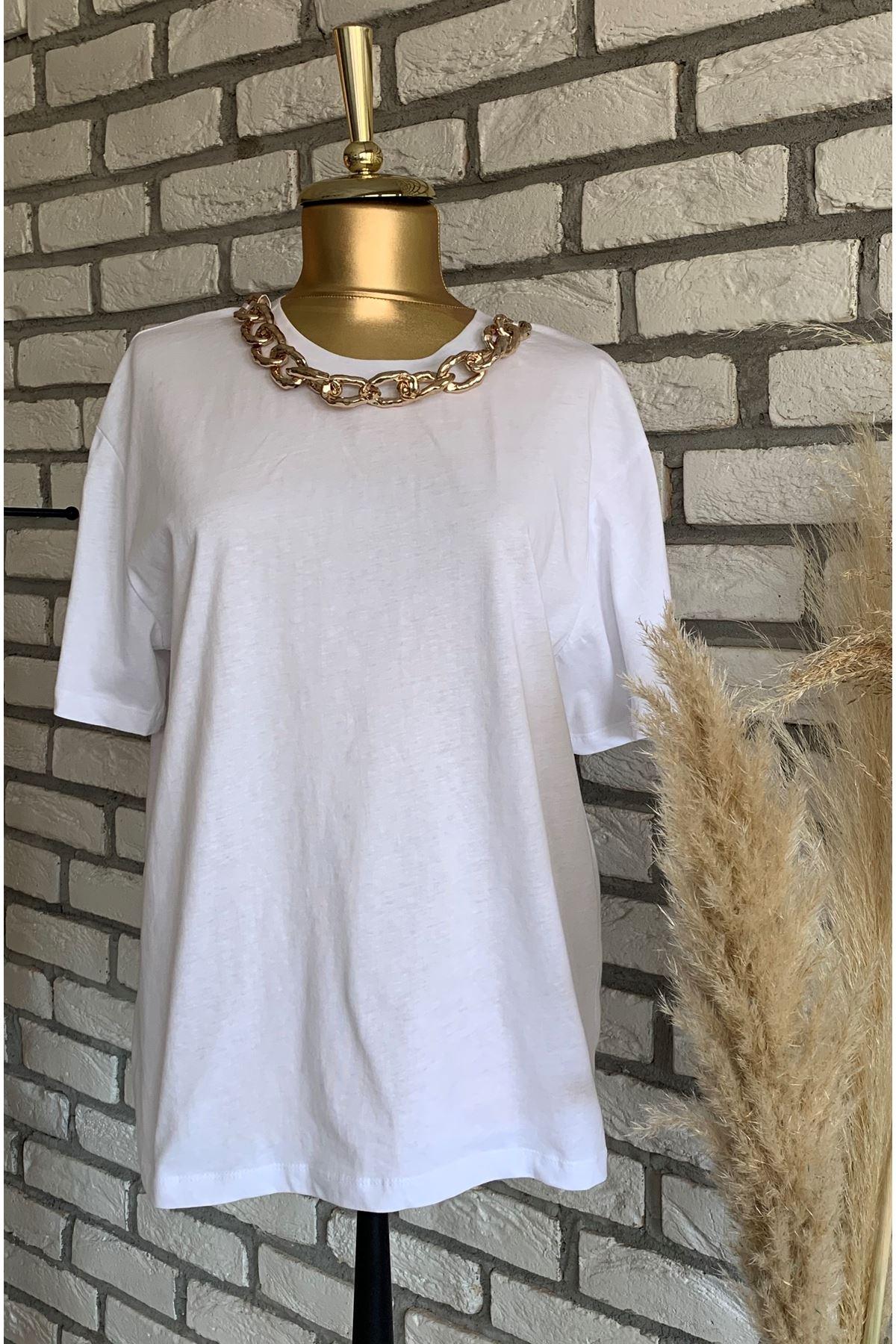 Yaka Zincir Detaylı Beyaz Basic T-shirt