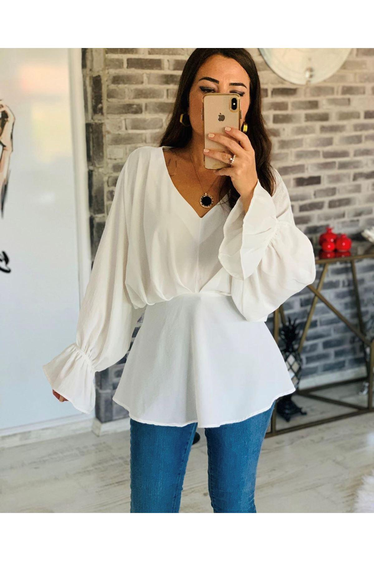 Yarasa Kol Dökümlü Beyaz Bluz