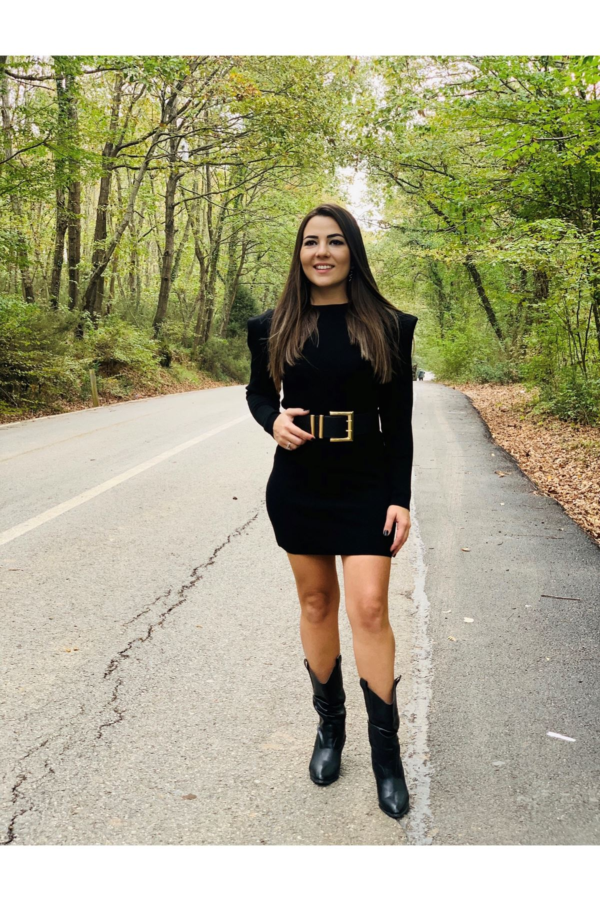 Vatkalı siyah triko mini elbise