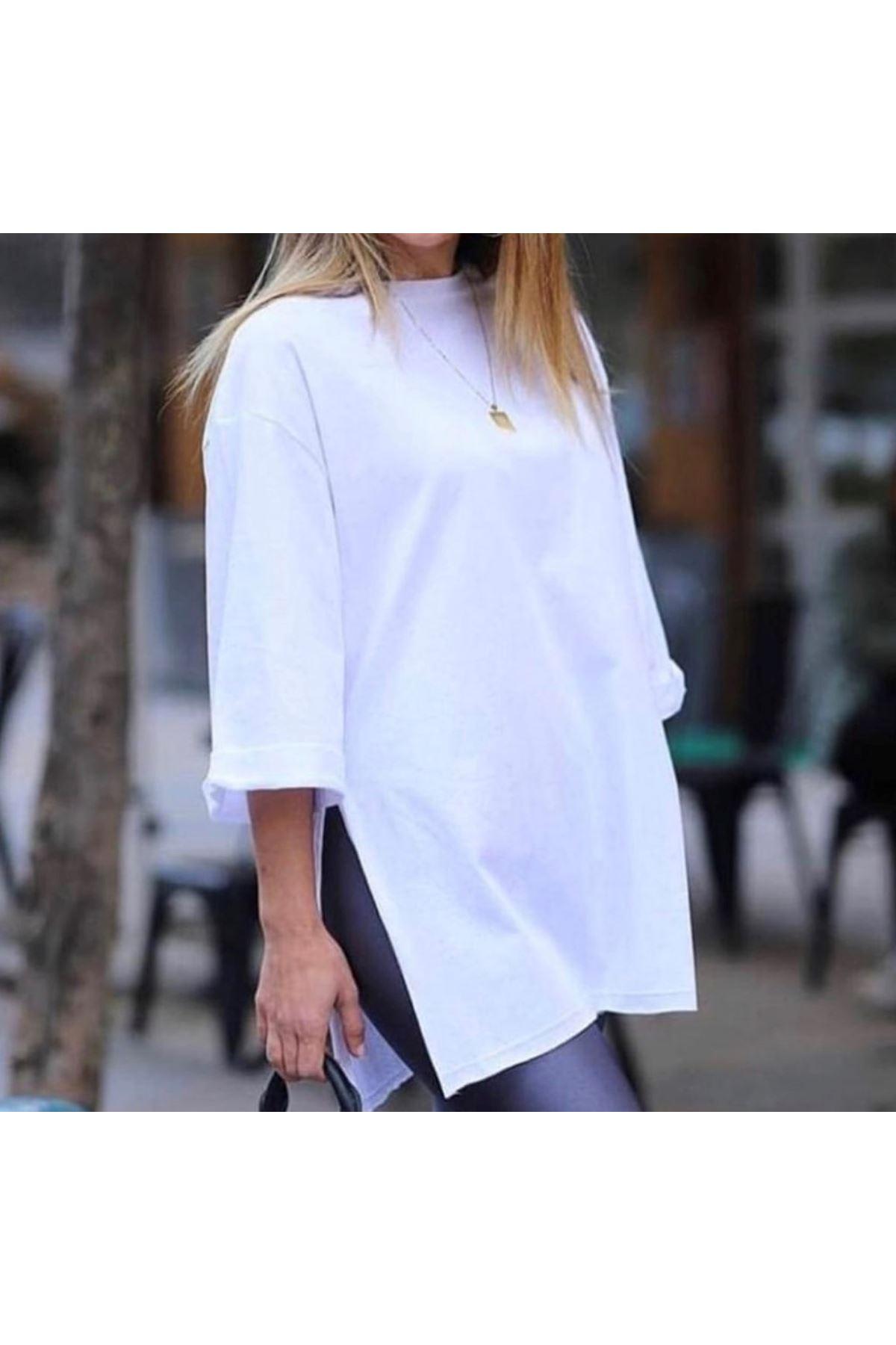 Duble kol yırtmaçlı beyaz tshirt