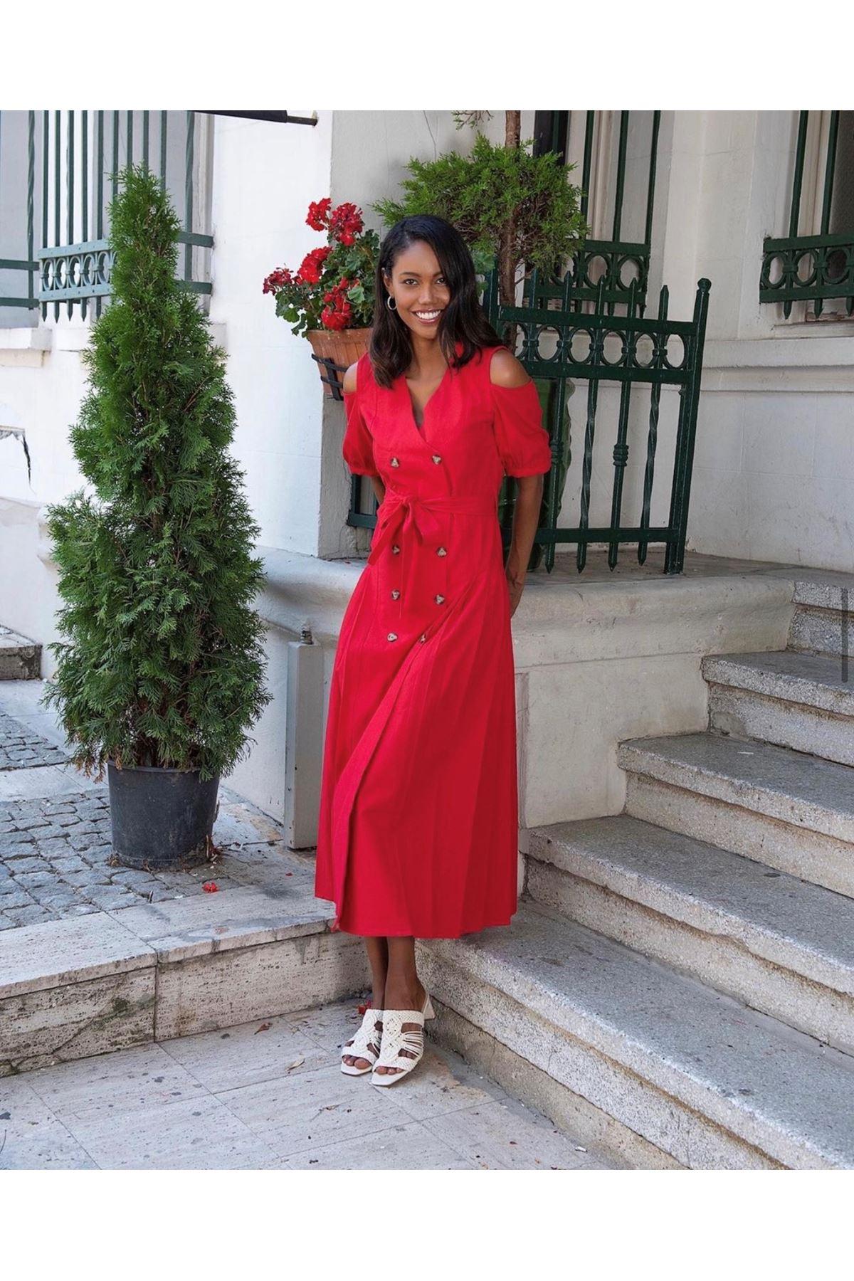 Pilise detaylı kırmızı keten elbise