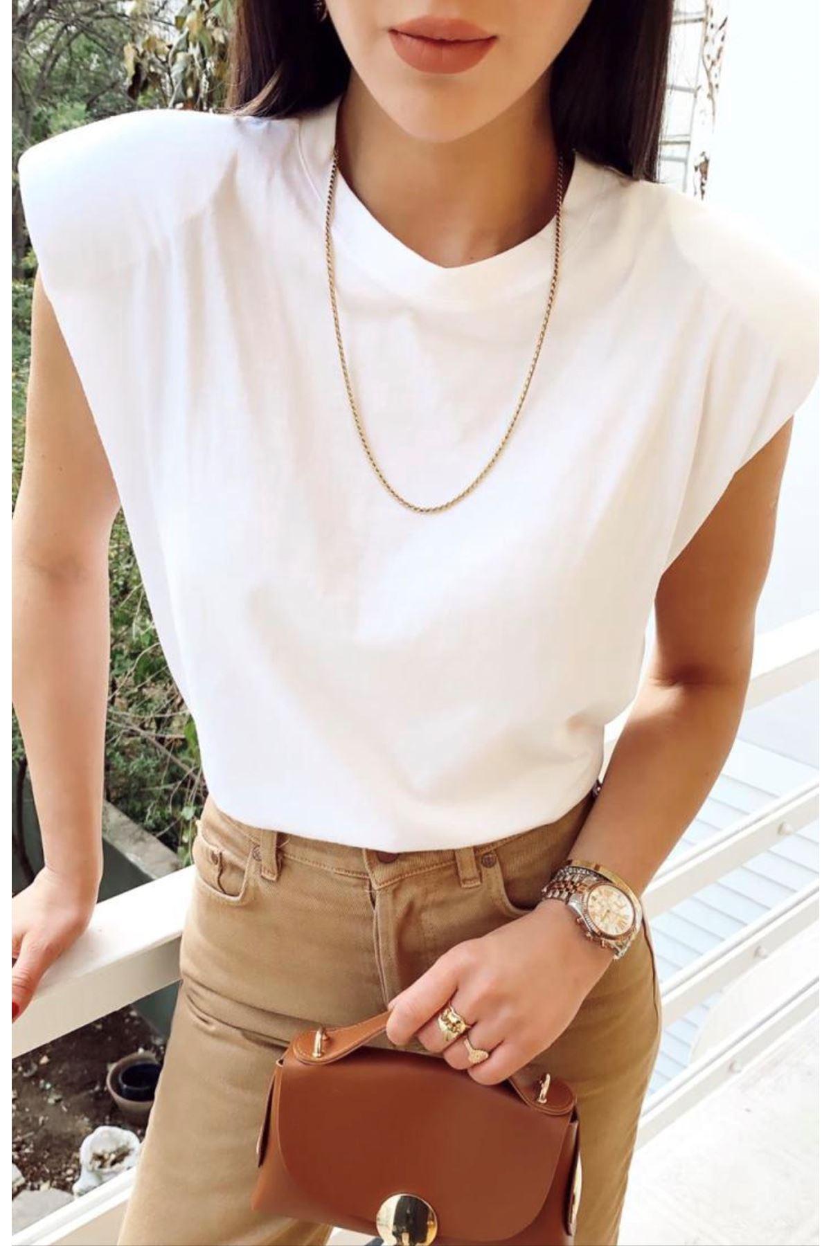Vatka Detaylı Beyaz Tshirt