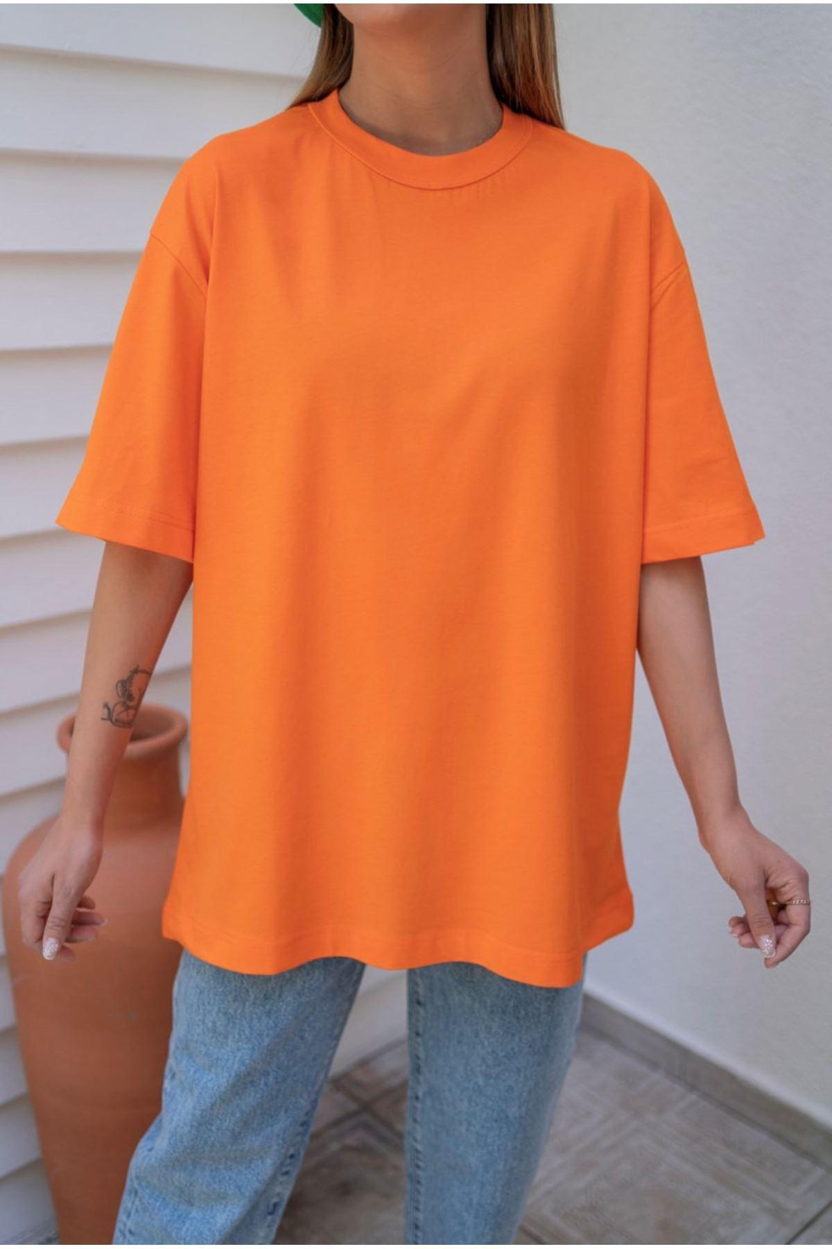 Turuncu yaka dikiş detaylı oversize basic tshirt