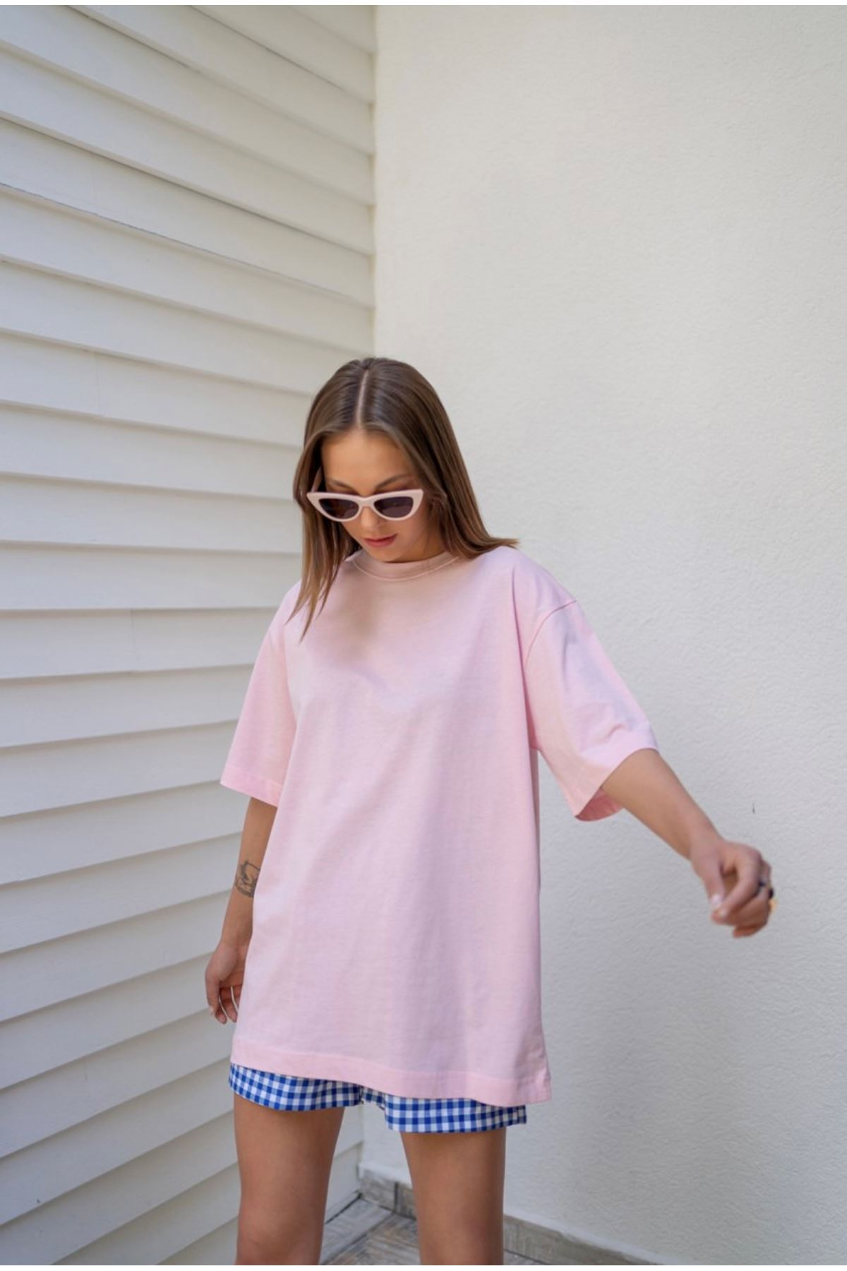 Pembe yaka dikiş detaylı oversize basic tshirt