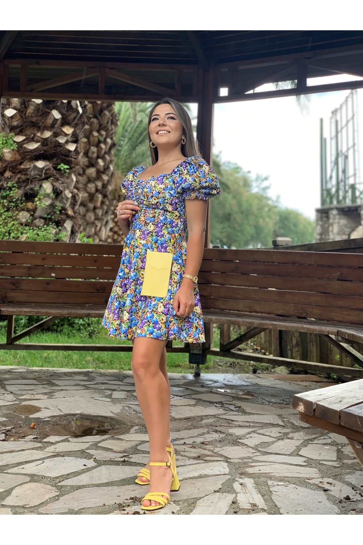Mor Kare Yaka Arkası Fermuar Detaylı Çiçek Desenli Mini Elbise