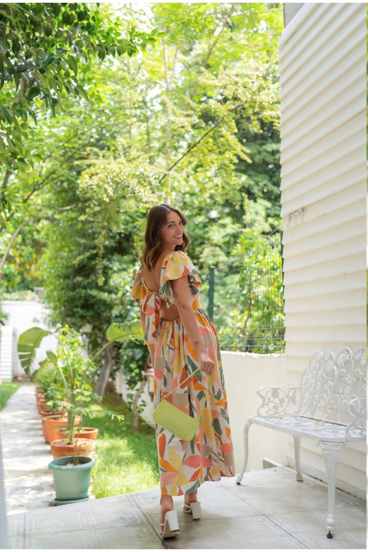 Bej Beli Lastikli Sırt Fiyonk Bağlamalı Askılı Yaprak Desenli Keten Elbise