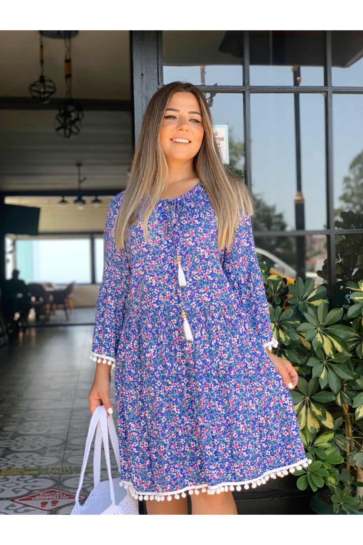 Ponpon ve Bağlama Detaylı Mavi Çiçekli Elbise