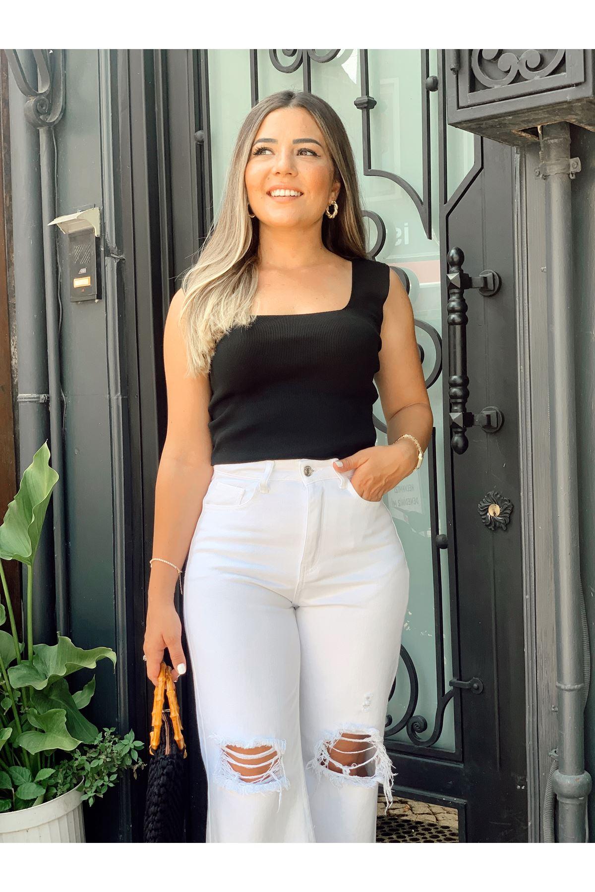 Dizleri Yırtık Paçası Kesik Beyaz Jean