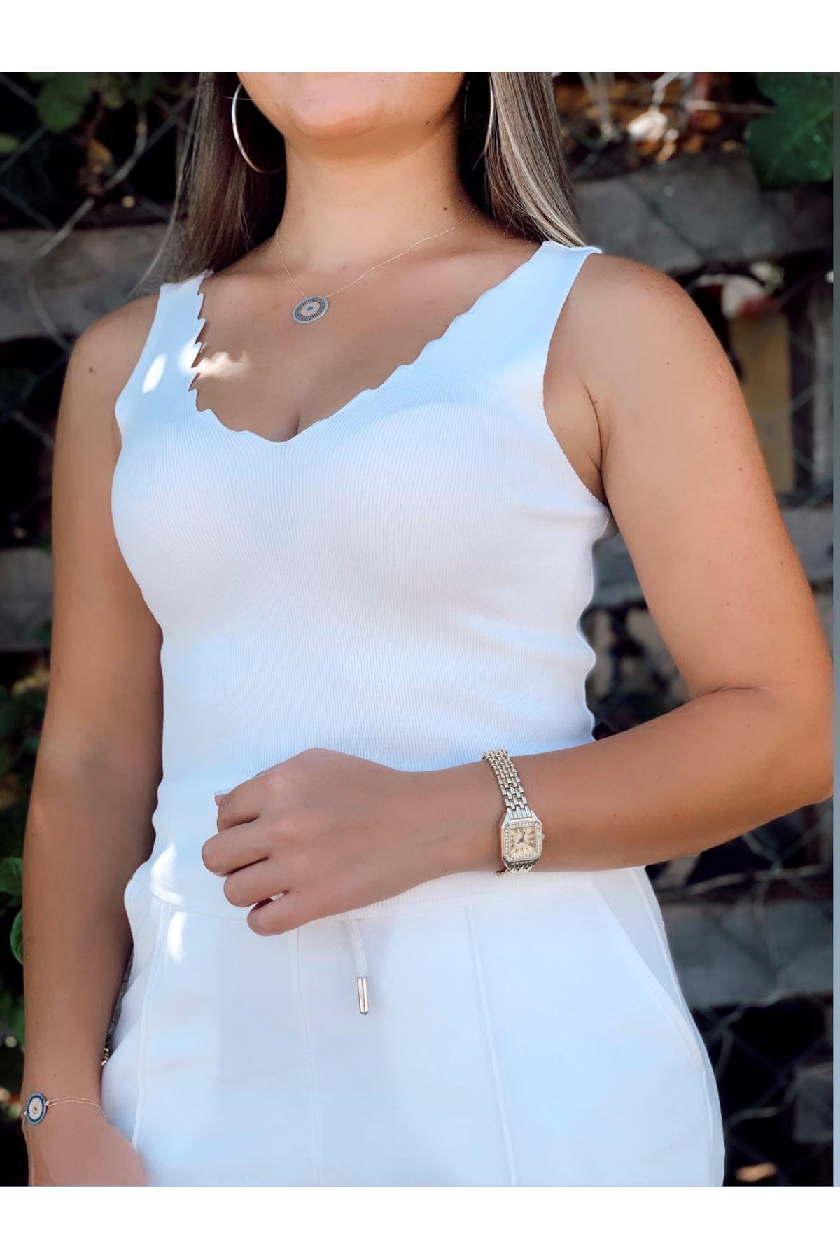 Merdiven yaka beyaz triko bluz