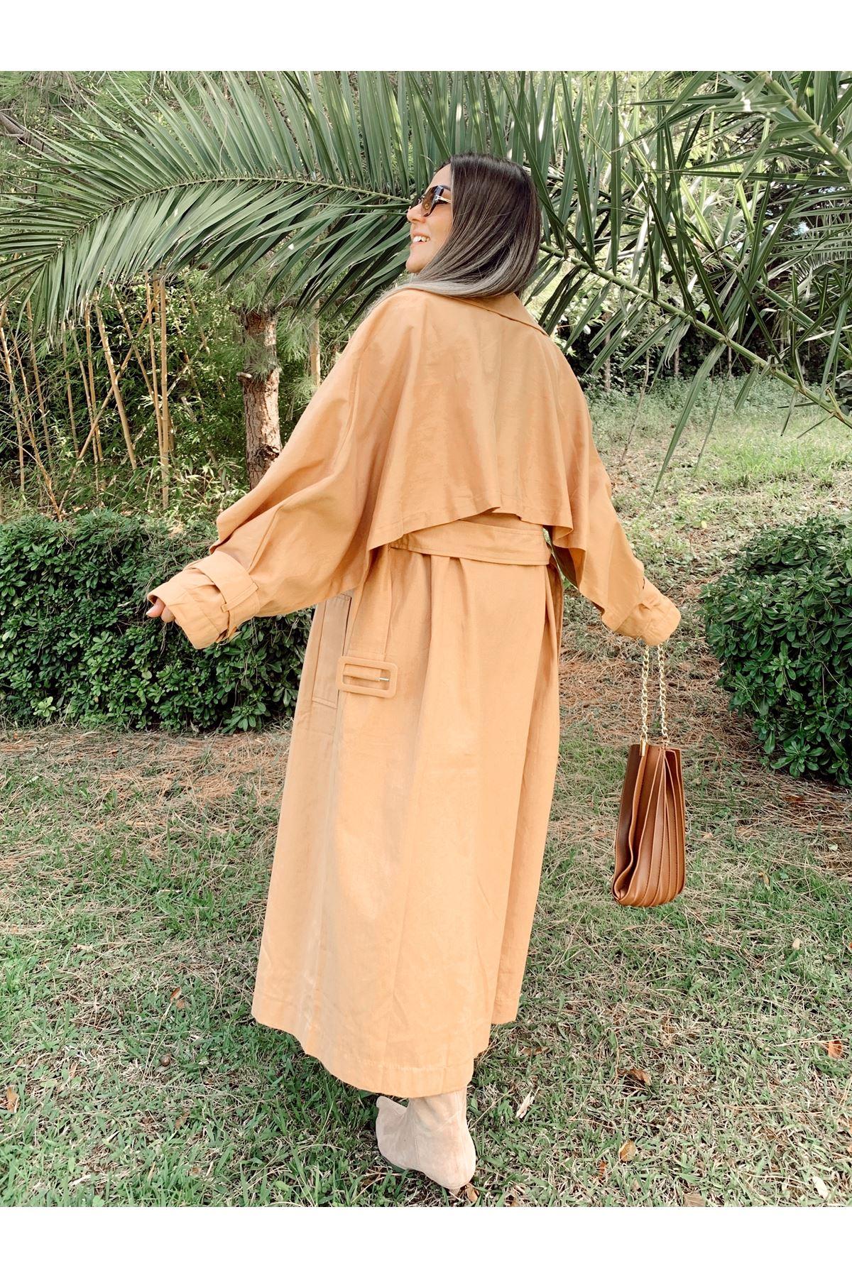 Pelerin Ayrıntılı Kemerli Camel Trençkot